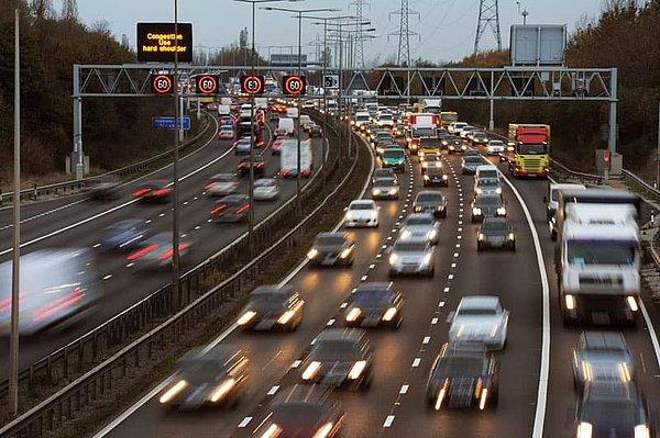 Večerní dopravní špička na M6 ve Velké Británii