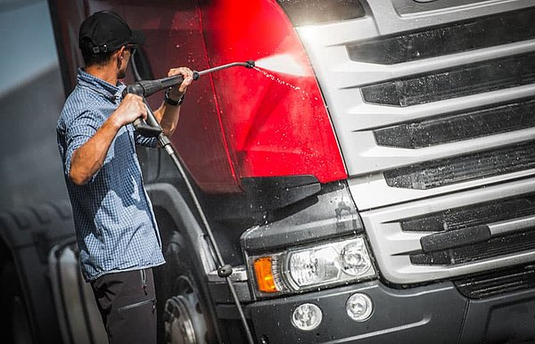Professional vehicle cleaning for HGVs, passenger cars and commercial vehicles - exterior & interior - extensive station network europewide