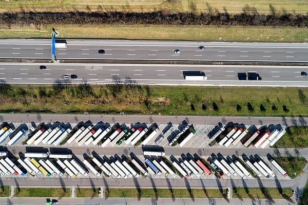 """Secure parking for HGVs in France - with """"ParkWell"""", the parking service from UTA"""